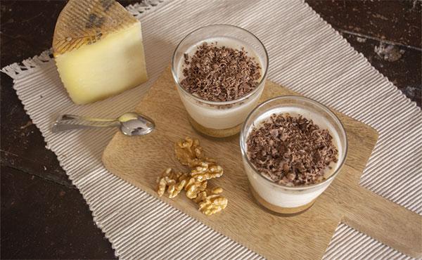 Vasitos de Crema de Queso semicurado Las Terceras, con base de galleta