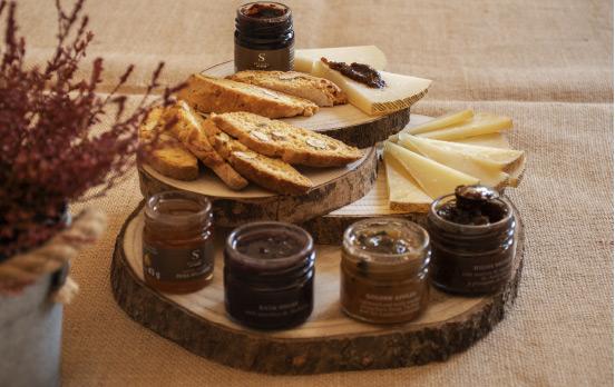 conservas cocidas acompañando a un buen queso manchego