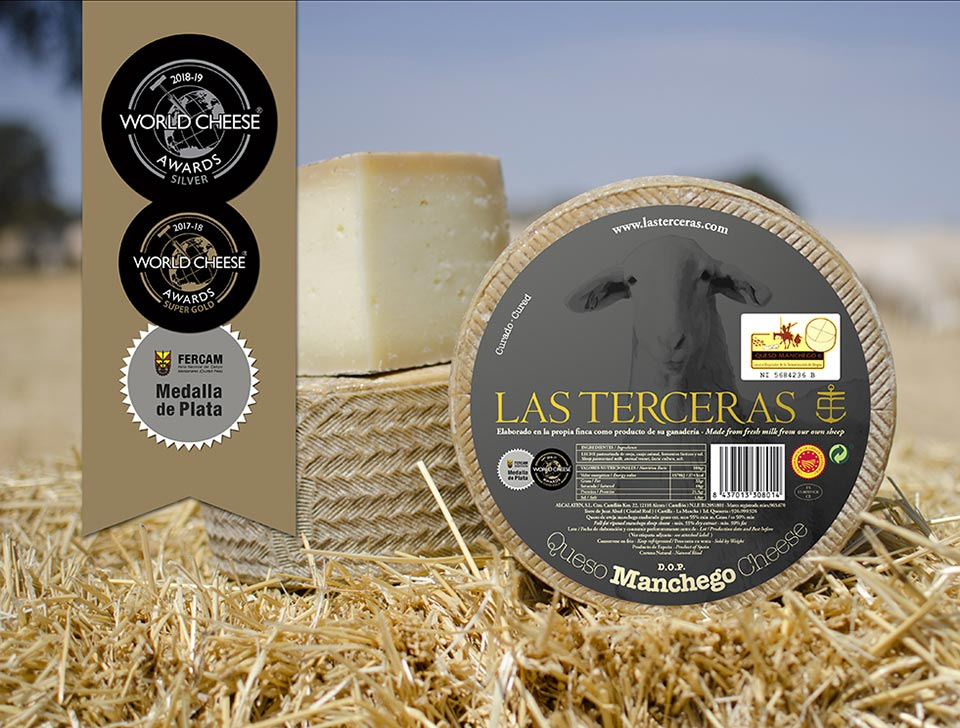 Hard-Cured Manchego Cheese P.D.O. silver medal in the category of Hard ewes' milk cheese plain