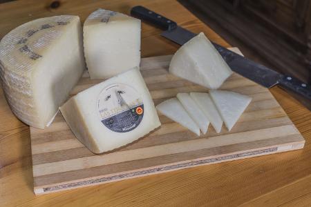 Corte y presentación del queso manchego