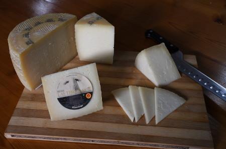 Corte en cuñas de queso manchego D.O.P. Las Terceras